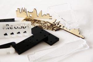 Incisione e tagli laser su plexiglass e legno