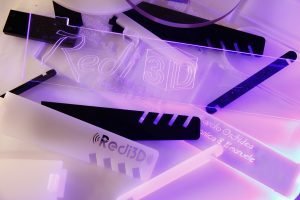 Incisione e tagli laser su plexiglass